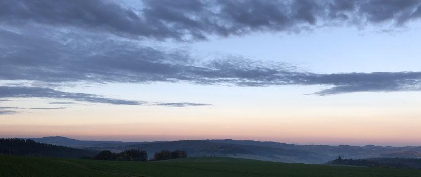 Dämmerung im Wald- und Naturfriedhof im Frankenwald - Standort Issigau
