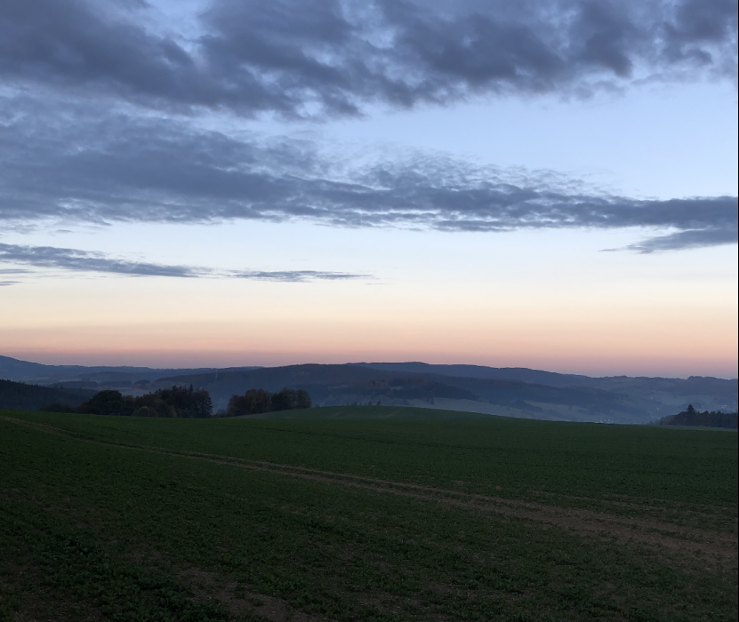 Sonnenuntergang im Waldfriedhof Issigau